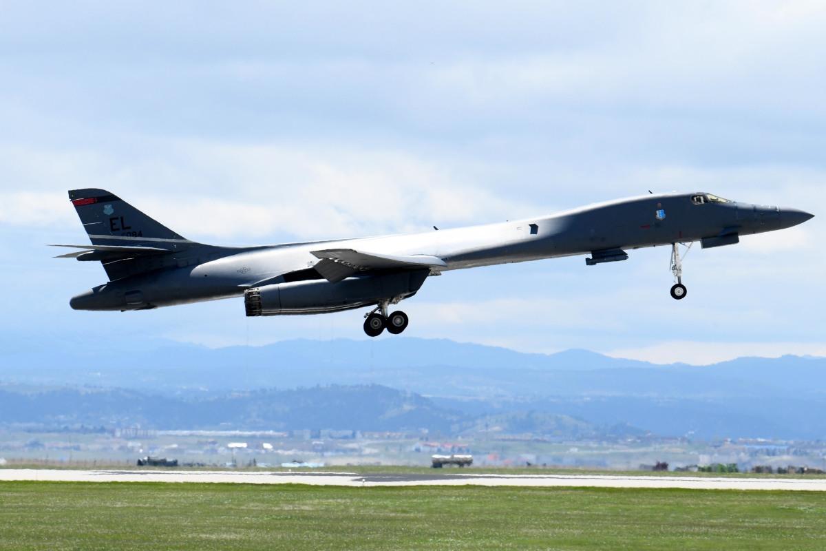 ニュース画像 1枚目:エルスワース空軍基地を離陸するB-1Bランサー