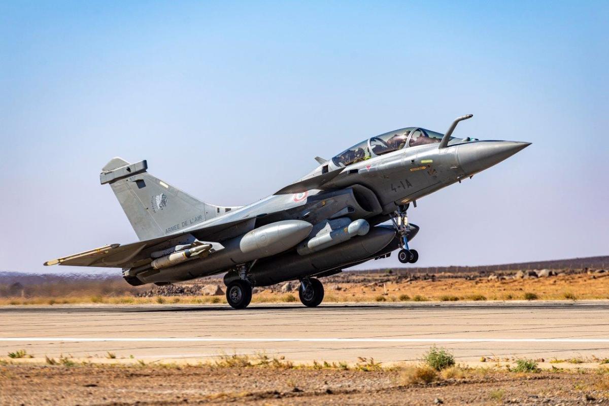 フランス空軍ラファールB、イラクのISIL拠点を空爆 | FlyTeam ニュース