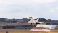 ニュース画像:イギリス空軍タイフーンと在英アメリカ空軍F-15、空戦演習を実施