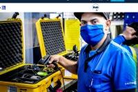 ニュース画像:ユナイテッド航空、制服生地を再活用したマスクを従業員に提供