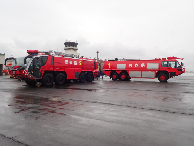 ニュース画像 1枚目:青森空港消火訓練