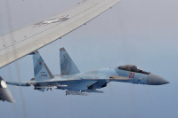 ニュース画像:ロシア空軍Su-35がアメリカ海軍P-8Aを挟む異常接近 地中海上で