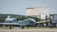 ニュース画像:RQ-4Bグローバルホーク、横田基地に到着