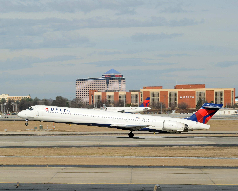 JTAとRAC、9月までかりゆしウェア着用 今年は運航乗務員にも導入