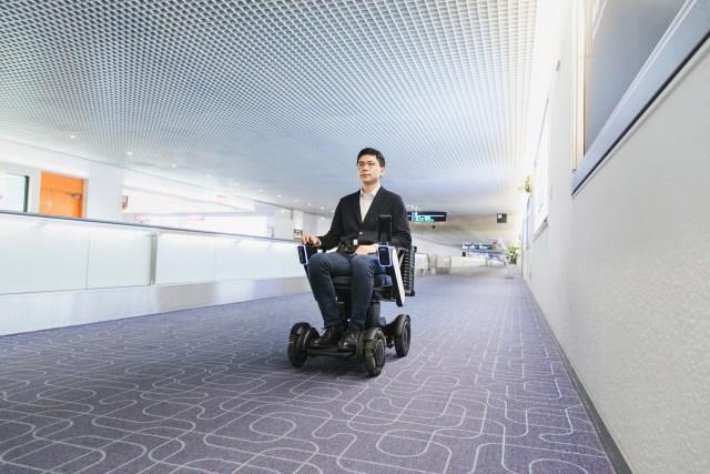 ニュース画像 1枚目:自動運転する車椅子