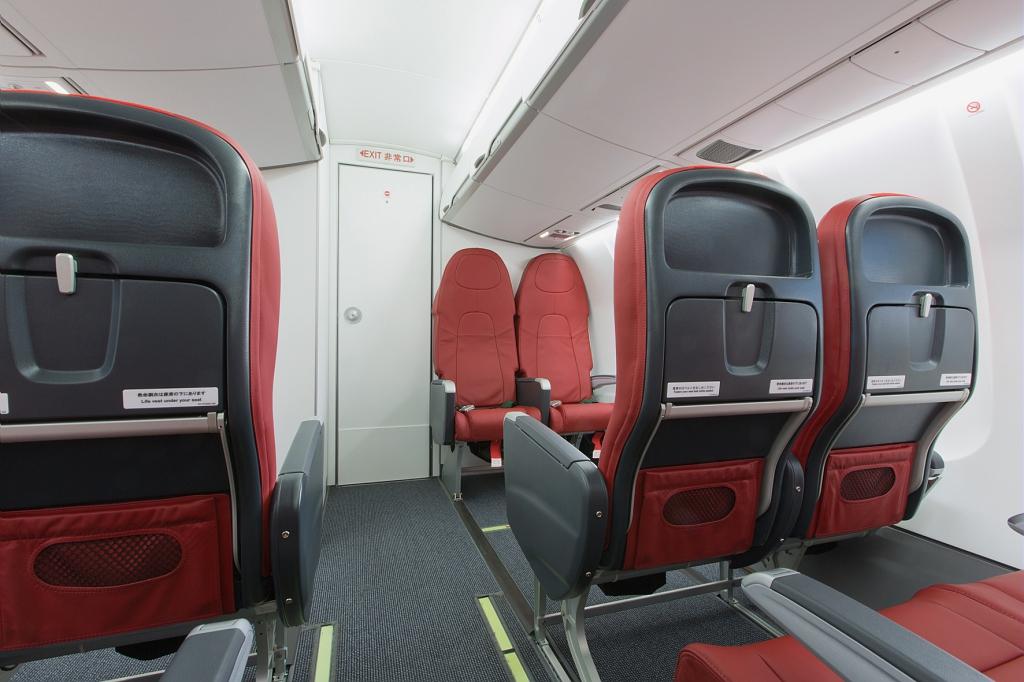 中国東方航空、欧州へ200便以上の医療物資便を運航 改修した旅客便で