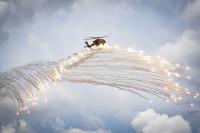 ニュース画像:「ラストフライト」の伝統続く フレアを披露