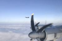 ニュース画像:アメリカ空軍F-22、ベーリング海でロシア空軍Tu-95をエスコート