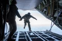 ニュース画像:横田基地、6月17日から26日までC-130で人員降下訓練