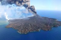 羽田航空基地所属機による西之島の噴火活動観測、6月は5月に比べ活発の画像