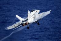 ニュース画像:セオドア・ルーズベルト艦載機のF/A-18F、フィリピン海で墜落