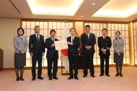 ニュース画像:ANA武漢チャーター便運航の功績、外相から航空会社初の感謝状