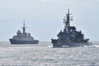 ニュース画像:練習艦「かしま」と「しまゆき」、シンガポール海軍と親善訓練
