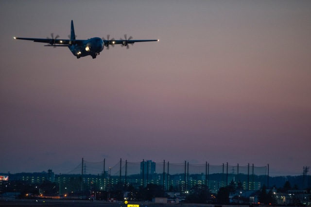 ニュース画像 1枚目:横田上空を飛行
