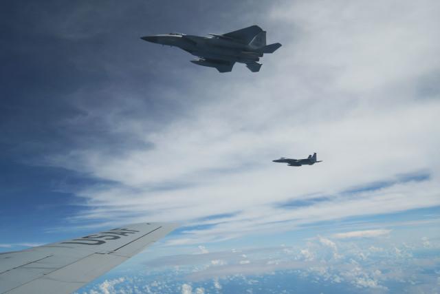 ニュース画像 1枚目:KC-135からF-15Cイーグルをとらえた様子