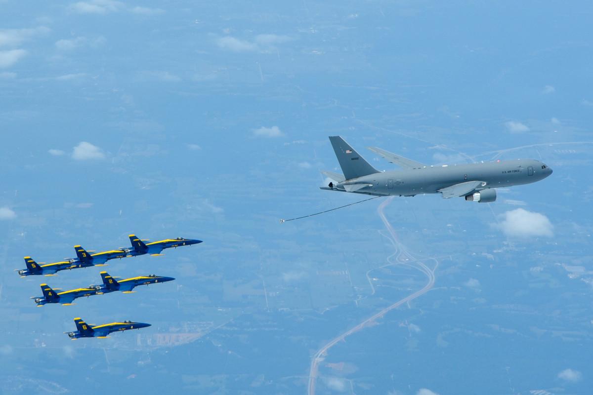 ニュース画像 1枚目:KC-46、ブルーエンジェルスに初給油