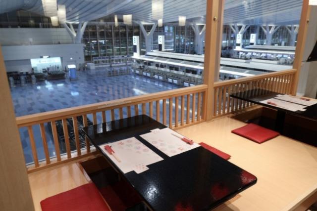 ニュース画像 1枚目:居酒屋「すぎのこ」から臨む第3ターミナルロビー