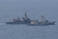 護衛艦「おおなみ」、スペイン・韓国海軍と海賊対処共同訓練の画像