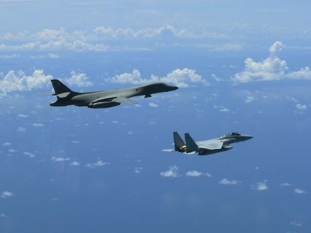 ニュース画像 1枚目:B-1BとF-15