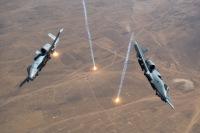中東某所でフレア放つA-10サンダーボルトⅡの画像
