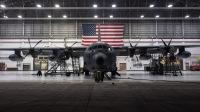ニュース画像:353特殊作戦機整備中隊、MC-130J搭載エンジンを交換