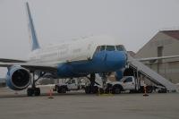 ニュース画像:トランプ大統領搭乗のエアフォース・ワン、あわやドローンと衝突