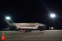 ニュース画像:X-37B、全米航空協会からコリアー・トロフィー受賞