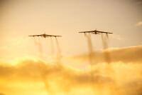 アメリカ空軍B-52H、1日でNATOの全30カ国上空を飛行の画像