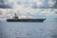 空母ロナルド・レーガン、艦載機満載で横須賀寄港の画像