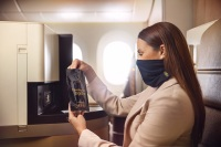エティハド航空、スヌード風フェイスマスクを提供の画像