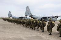第一空挺団、習志野演習場でアメリカ空軍C-130Jから降下訓練の画像