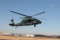 松島救難隊UH-60J、石巻の高校グラウンドに予防着陸の画像