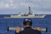 練習艦「かしま」、アメリカ海軍駆逐艦と戦術運動訓練の画像