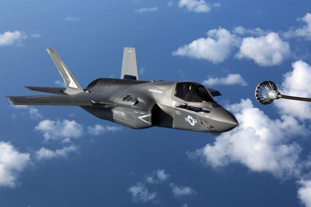 ニュース画像 1枚目:空中給油するF-35BライトニングII