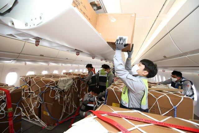 ニュース画像 1枚目:貨物輸送仕様に変更されたA350客室