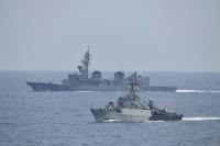 ニュース画像:かが・いかづち、インドネシア海軍と親善訓練
