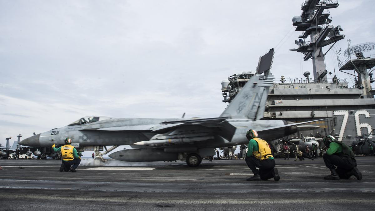 ニュース画像 1枚目:ロイヤルメイセスF/A-18Eの離陸