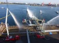 成田空港、千葉市の石油ターミナルで燃料漏洩を想定した海上防災訓練の画像