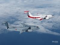 C-2輸送機、非舗装滑走路で離着陸実証試験 岐阜基地の画像