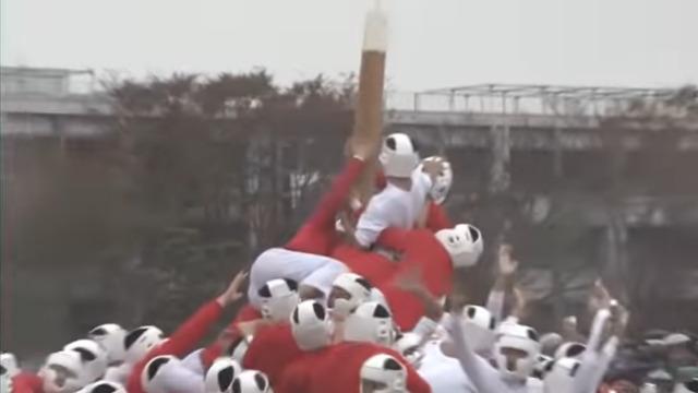 ニュース画像 1枚目:防大記念祭の名物「棒倒し」