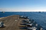 ニュース画像 5枚目:CVN-76甲板で待機するCVW-5のF/A-18