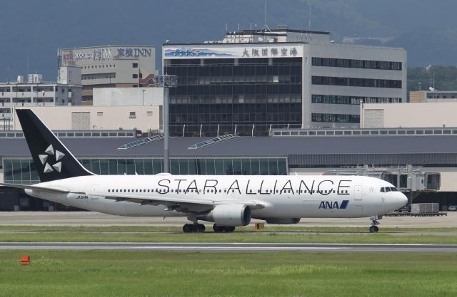 ニュース画像 1枚目:伊丹空港 イメージ (新城 JAL alpha rainbowさん撮影)