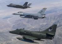 ニュース画像:F-35Aの運用試験に民間のA-4スカイホークが参加【動画】