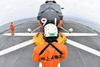 ニュース画像:砕氷艦「しらせ」、昭和基地接岸 CH-101が隊員・初荷輸送
