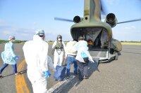ニュース画像:陸・海自衛隊、CH-47JAとUH-60Jでコロナ陽性者を輸送