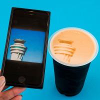 羽田空港「BEER CAFÉ+」、スマホ写真をコーヒーアートにの画像