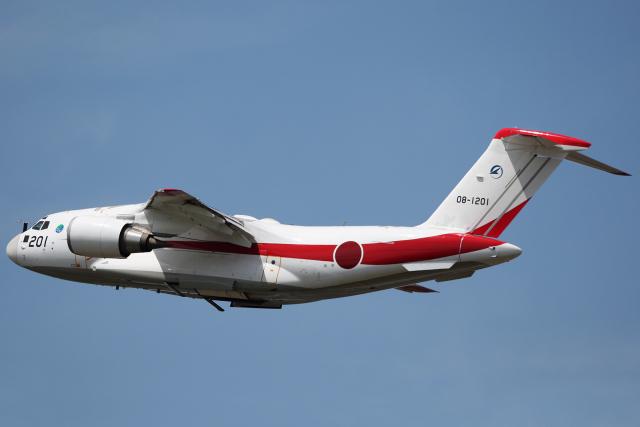ニュース画像 1枚目:非舗装滑走路の飛行試験を実施している「08-1201」 (AkiChup0nさん撮影)