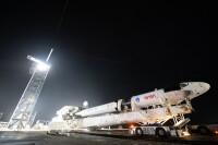 ニュース画像 3枚目:ケネディ宇宙センター第39A発射台に向かう前のファルコン9ロケット