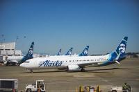 ニュース画像:アラスカ航空の737-700、着陸時にクマと衝突