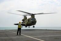 ニュース画像 3枚目:アーガスに着艦するチヌーク